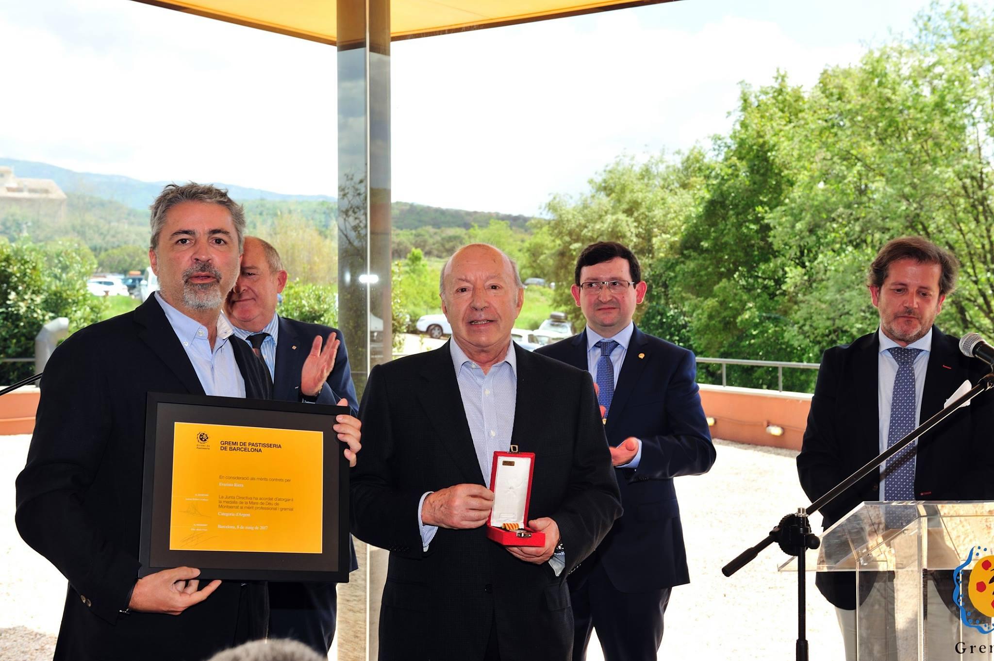 El Gremio de Pasteleros de Barcelona nos ha premiado con la Medalla Mare de Déu de Montserrat al mérito profesional
