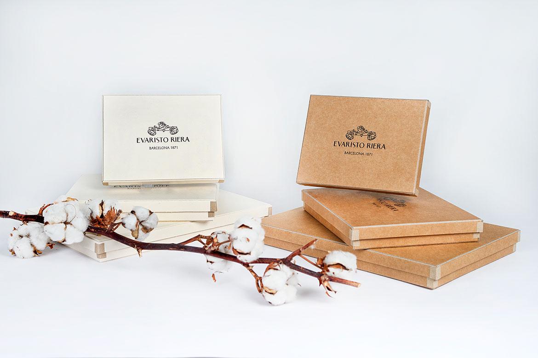 fabricante de cajas de carton a medida para bombones chocolates pasteleria stampings etiquetas forradas diseno fotos color